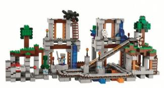 Watch a New Lego Minecraft Set Build Itself